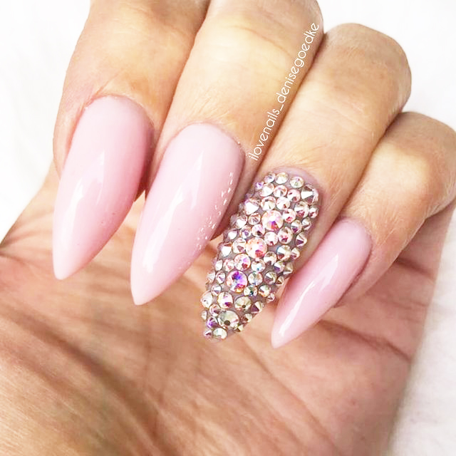 Swarovski-Crystals-for-Outstanding-Nail-Art
