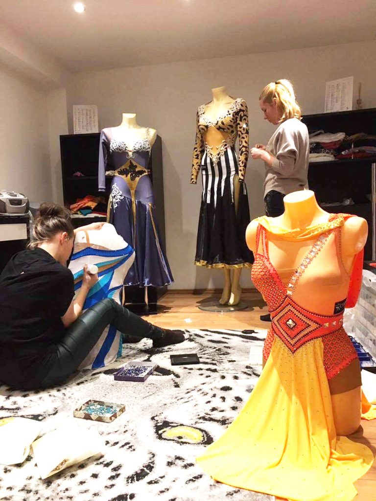 Modastrass_Behind_the_Scene_Interview_with_Costume_Design_Plans