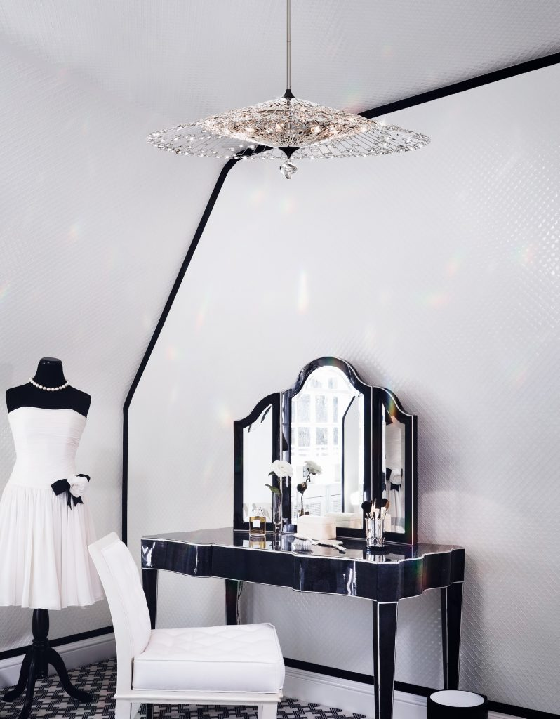 Modern Art of Crystal Chandeliers_Modstrass Blog_Bedroom2.pg
