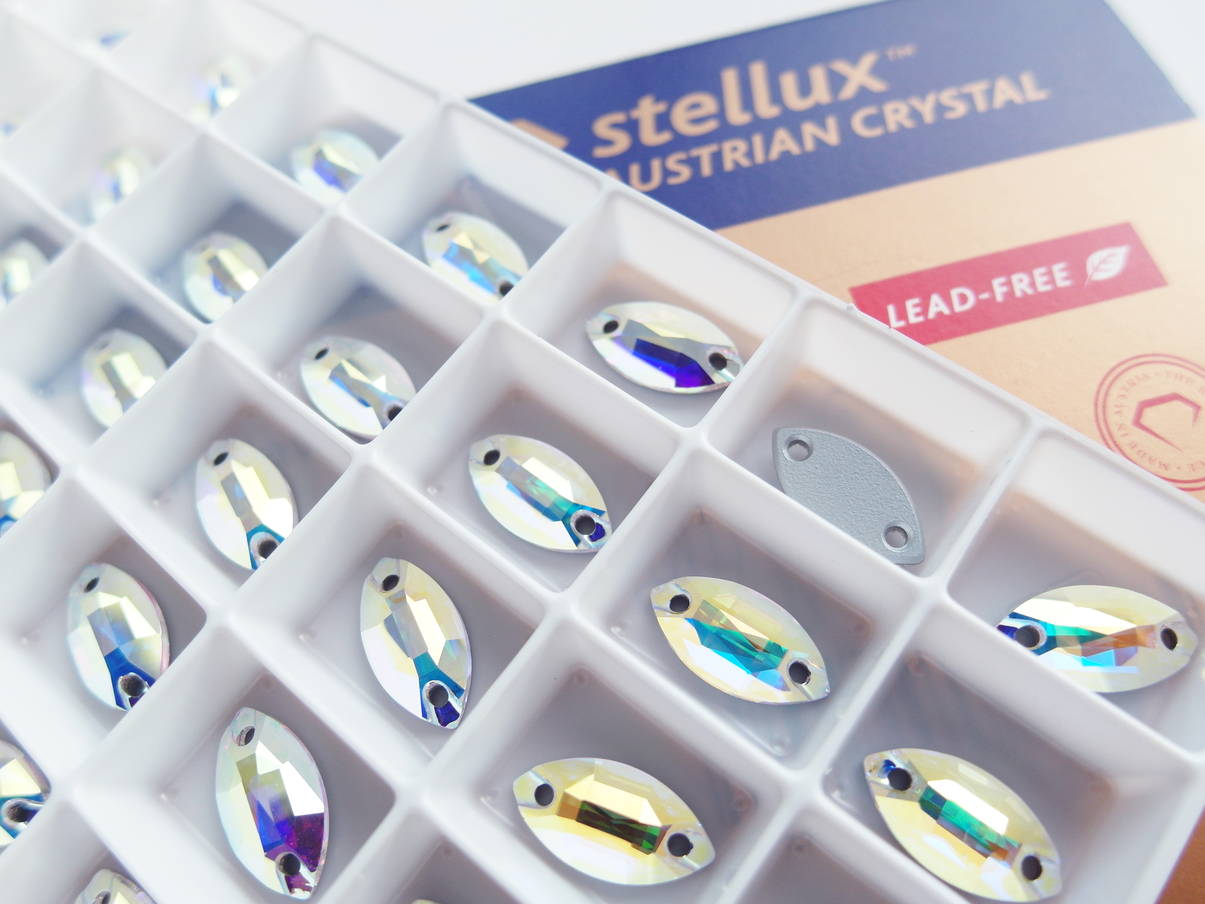 STELLUX Austrian™ Crystal_A320_Navette Sew-on Stones